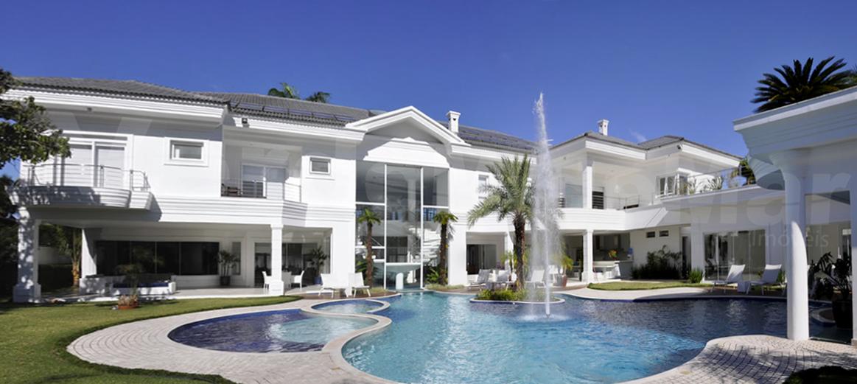 Casa para venda nos melhores Condomínios de luxo na praia de Guarujá, litoral São Paulo.