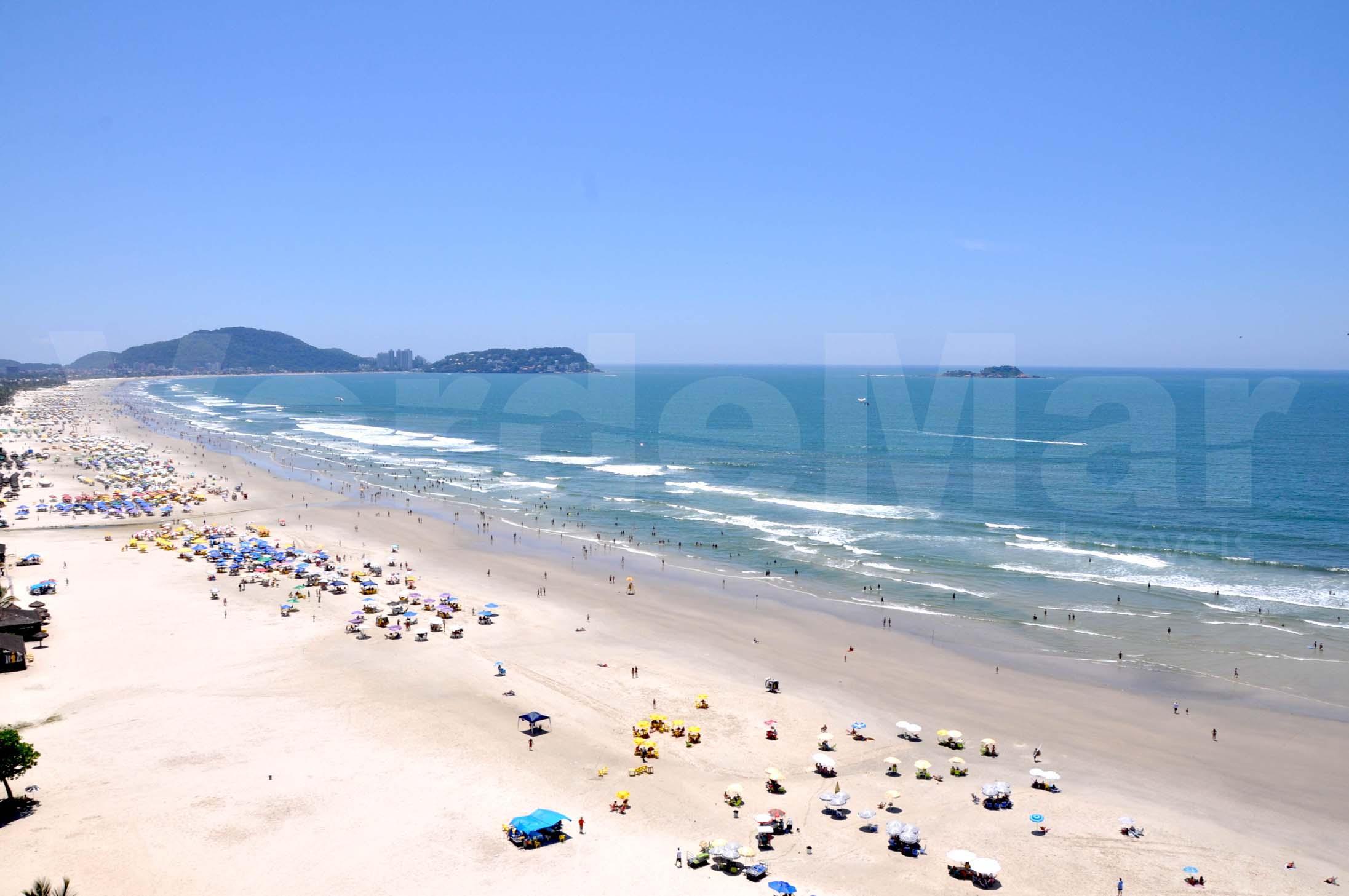 Praia da Enseada, sua beleza natural dá um charme as belas casas e condomínios no Guarujá